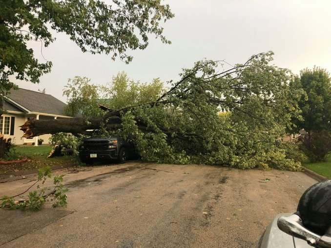 Heavy Rain and Strong Winds Hit Northeast Iowa – Mix 94 7 KMCH